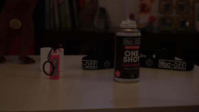 Muc-Off ONE SHOT Anti-Viral Grenade em ação