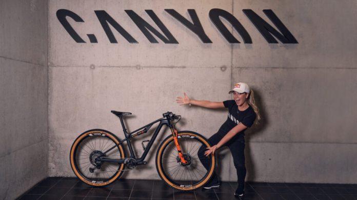 Emily Batty Junta-Se Á Família Canyon