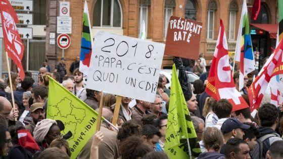 Протестующие против политики Макрона устроили погромы встолице франции