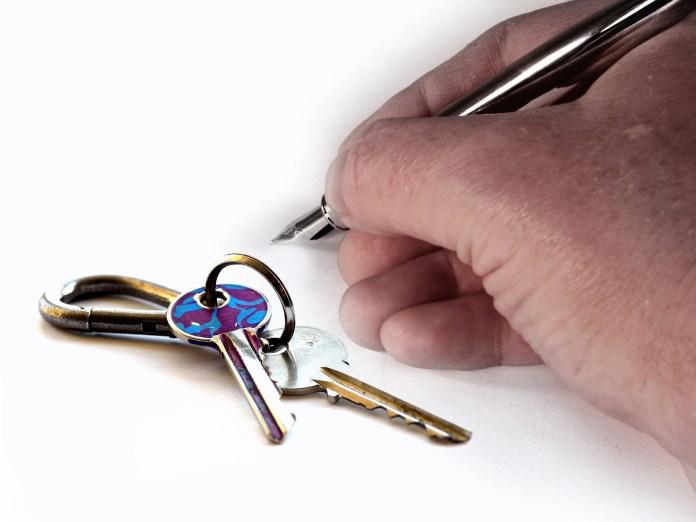 Verhuur Huren Verhuren Verpachten Contract Hand Sleutel Huis Sleutels Toetsen Pen Vuller