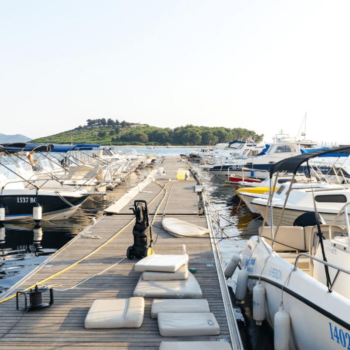 Pleziervaartuigen Motorjachten Jachthaven