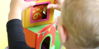 Kinderopvang Kind Spelen Blokken Stapelen