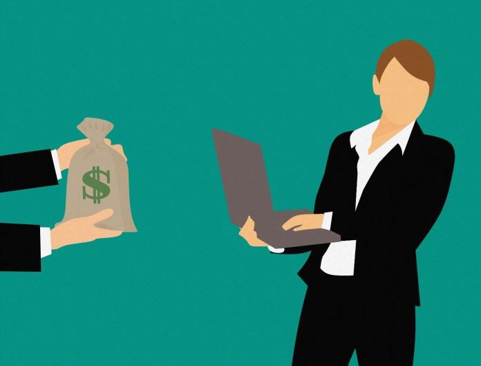 kleine ondernemer online webshop internet zak geld laptop man in pak