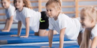 Gymnastiek Gymnastieklokaal Gymzaal Kinderen op matten