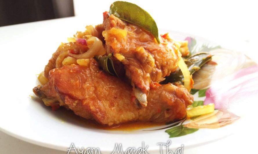 Ayam Masak Thai Sedap dan Menyelerakan