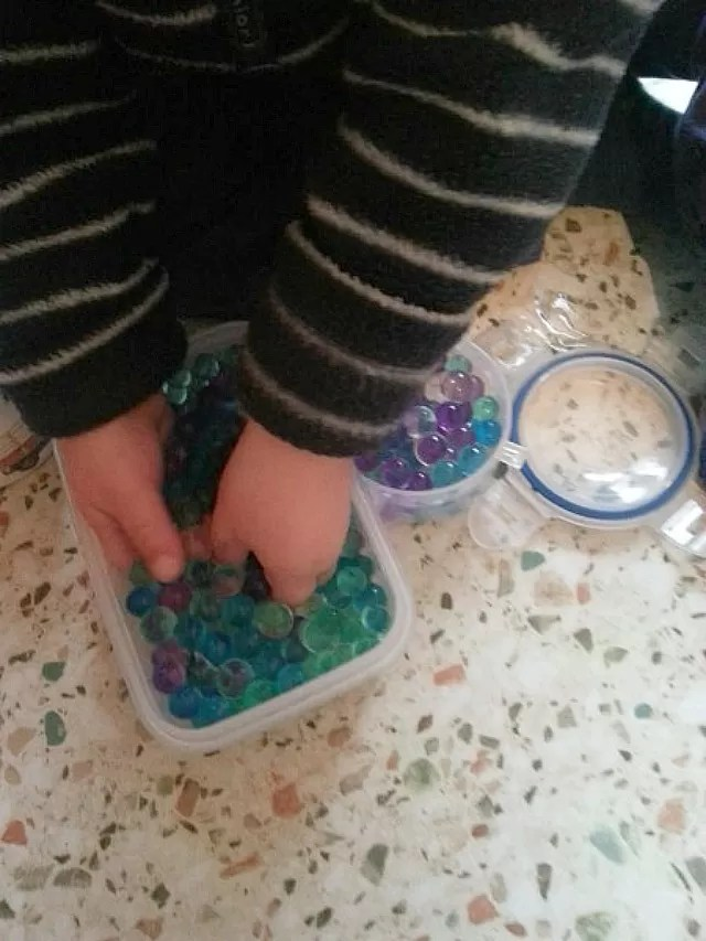 water beads play