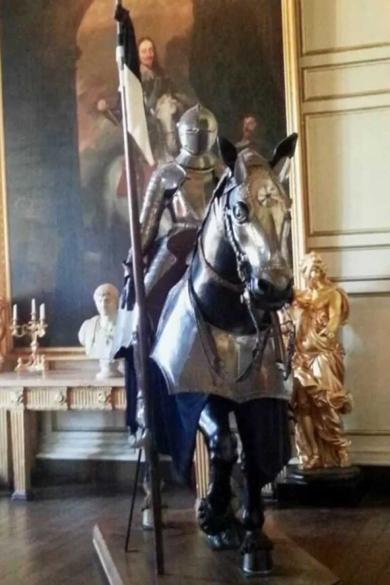 knights armour at warwick castle