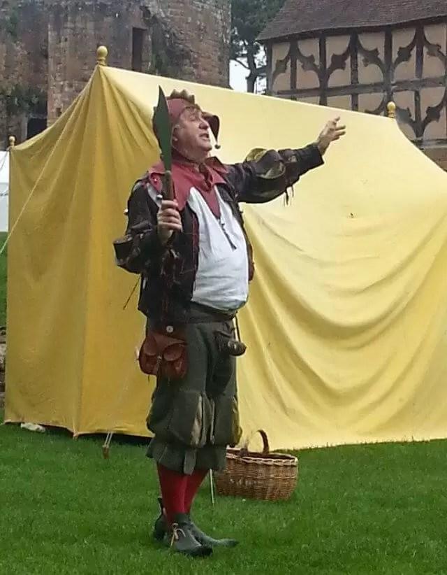 minstrel-performing at-kenilworth-castle