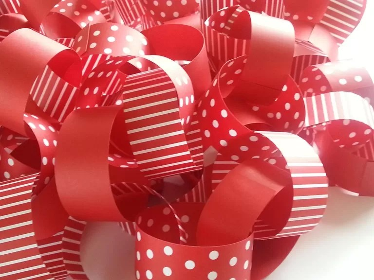 red and white Tiny me paper chains