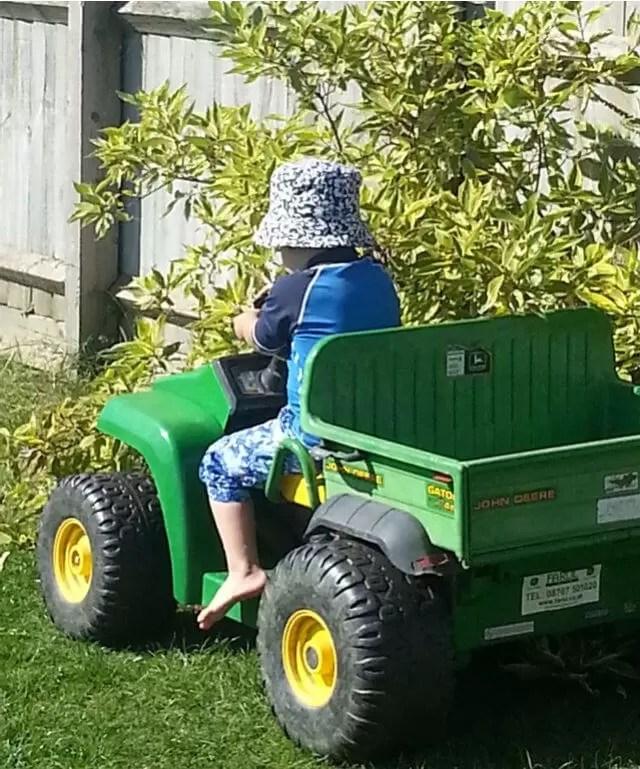 playing-farmer.