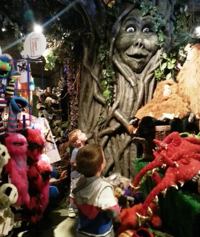 the talking tree at Rainforest cafe