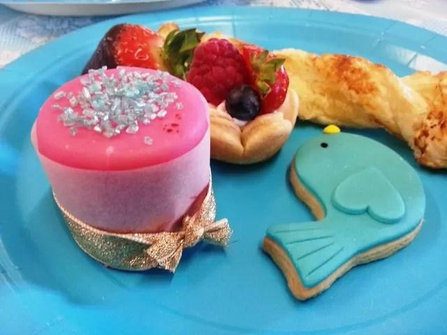turquoise birdcage theme desserts