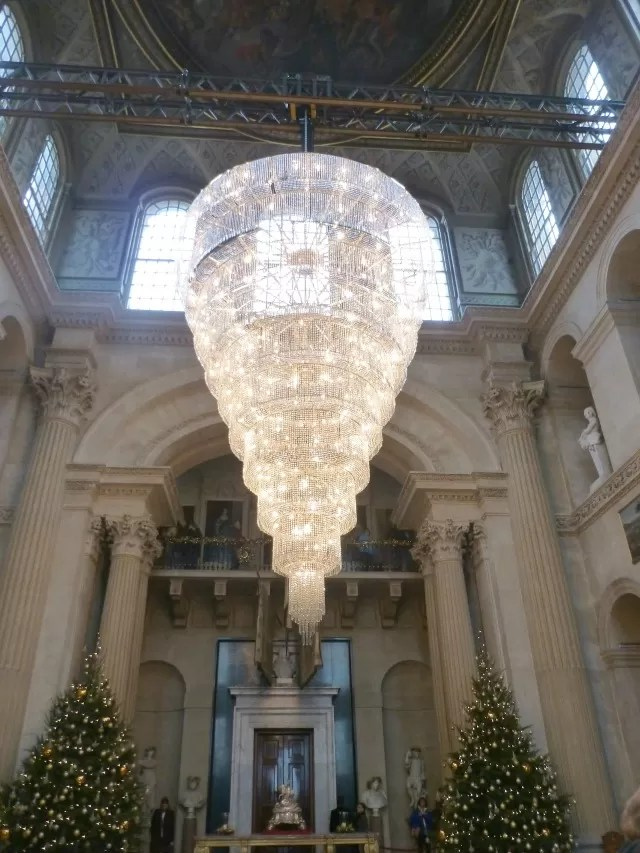 beautiful christmas chandelier at blenheim palace