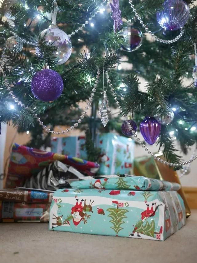 wrapped christmas presents - bubbablueandme