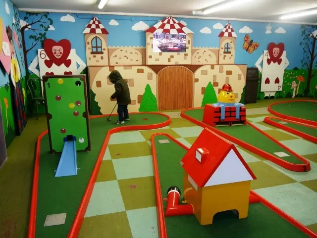 alice in wonderland themed mini crazy golf at babbacombe