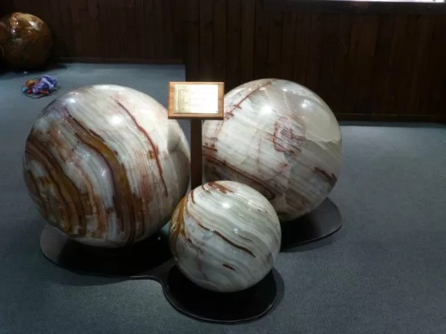 giant marbles
