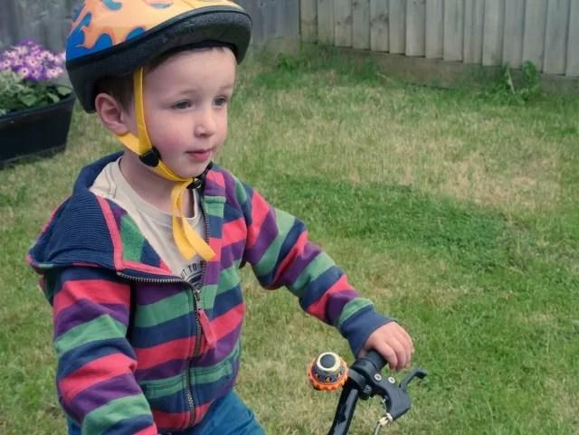 Living Arrows - bike riding helmet