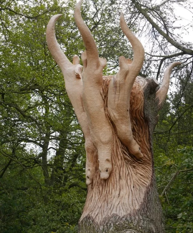 otters carved in a tree trunk at Trentham Gardens