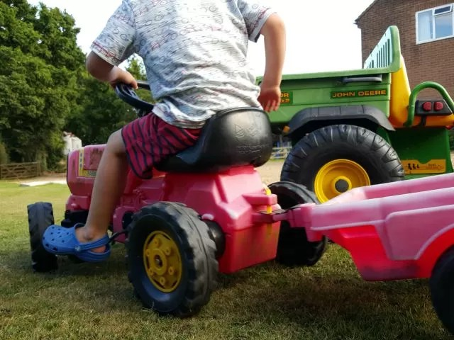 Tractor rides on the farm - Living Arrows