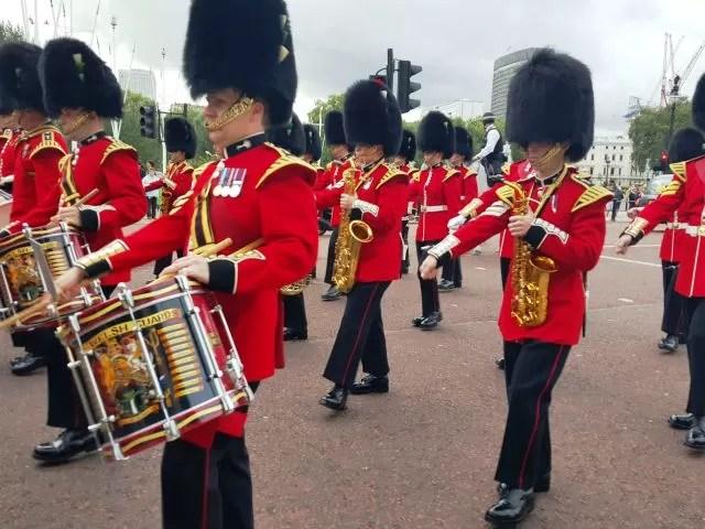 band outside buckingham palace