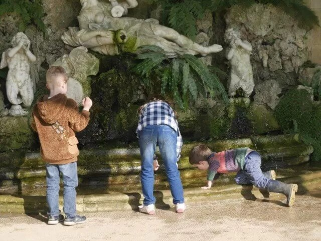 Water fountain dipping at Waddesdon Manor