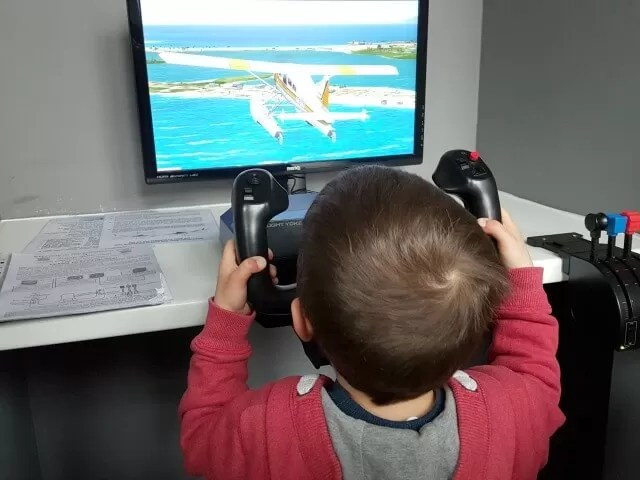 plane simulation video at Wonderful world of trains and planes