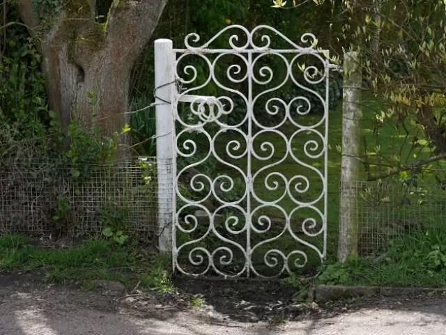 little white gate in Henley
