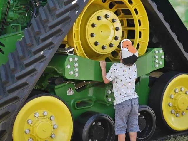 huge caterpillar wheels
