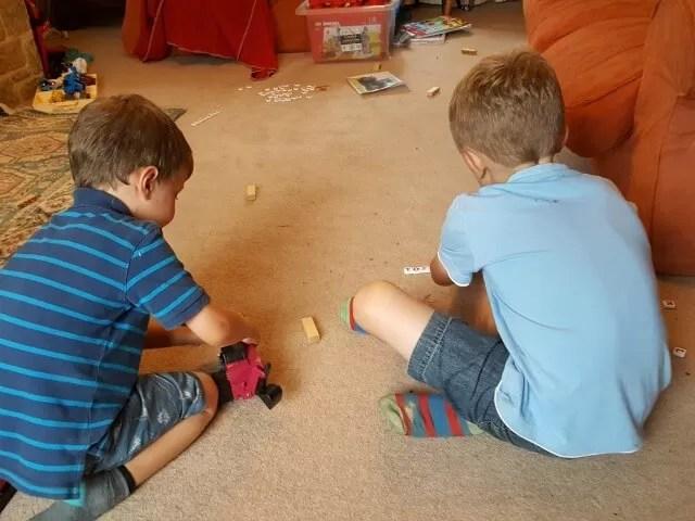 playing-bananagrams