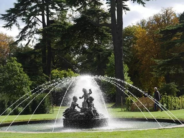 water fountain at blenheim palace