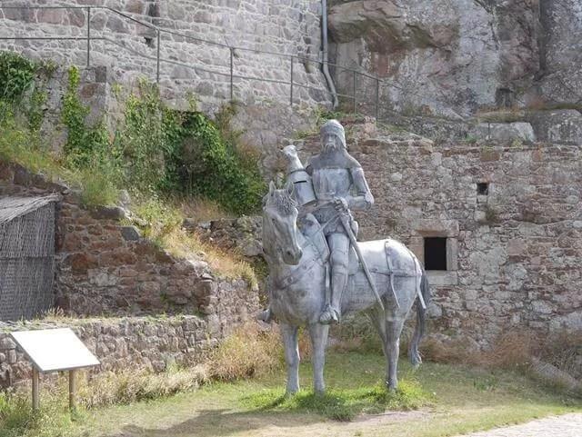 knight-on-horseback-at-mont-orgueil-castle