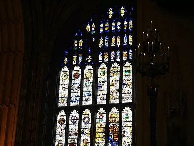 stained-glass-window-in-westminster-hall