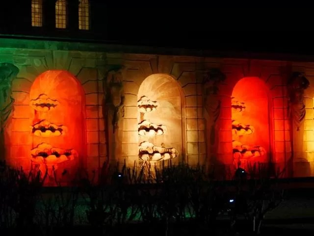 lit up alcoves for christmas at blenheim