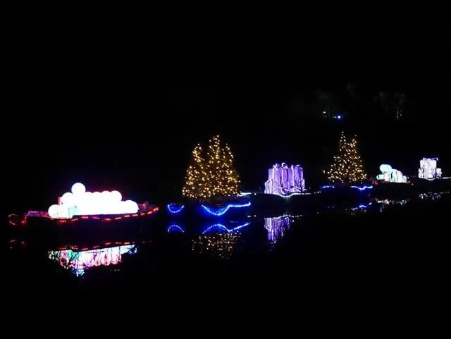 lit up boats on blenheim lake
