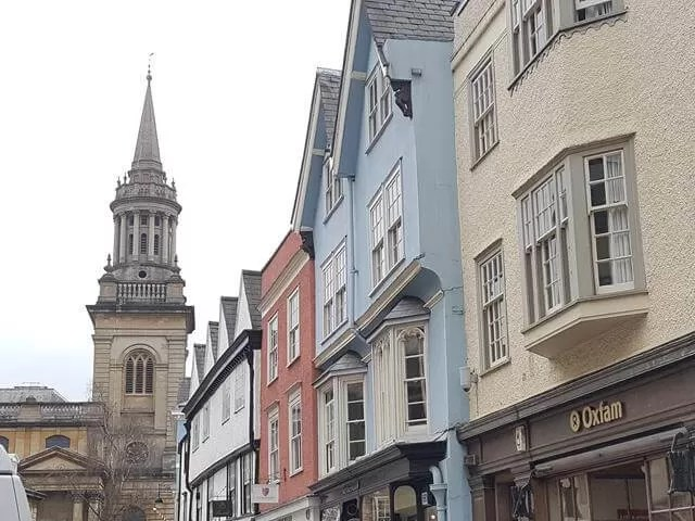 pretty coloured buildings in Oxford