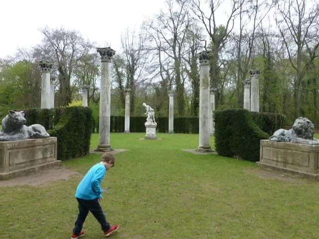 circular sculpture round at anglesey abbey