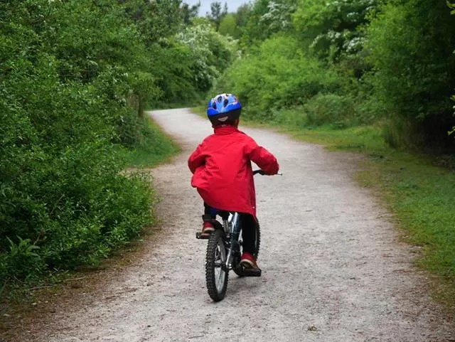open path for cycling at Ryton Pools