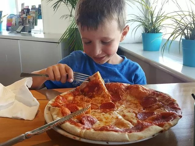 huge kids pepperoni pizza at mozzarella Joes