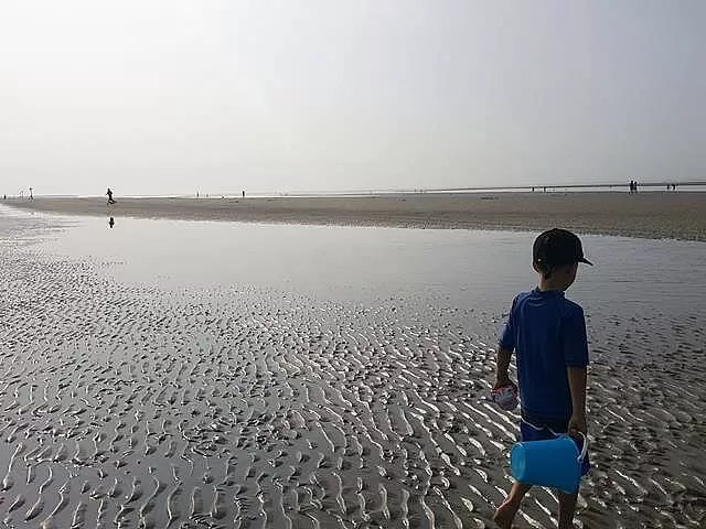 walking at west wittering beach