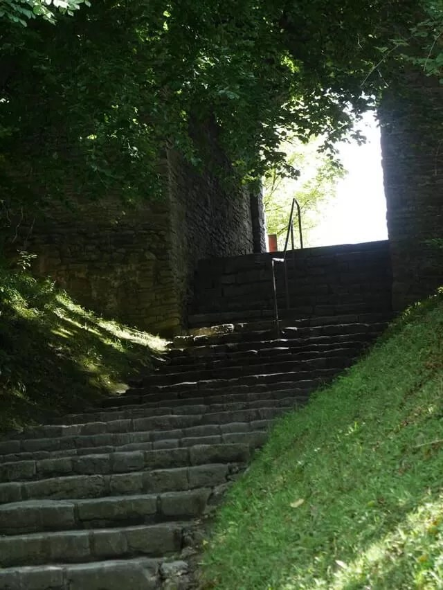 walkway up to dudley castle