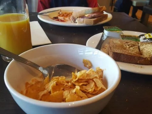 breakfast at hilton doubletree milton keynes