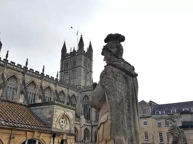 statue over bath abbey