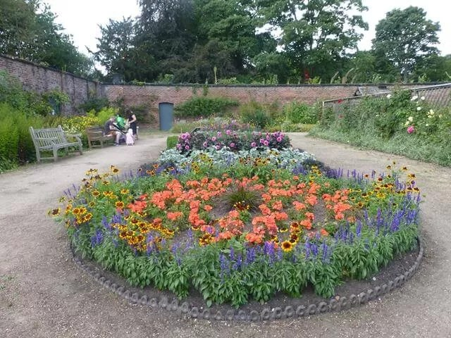 walled garden display