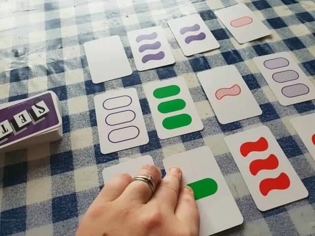 Playing Set game