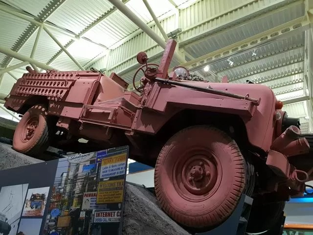 pink desert land rover
