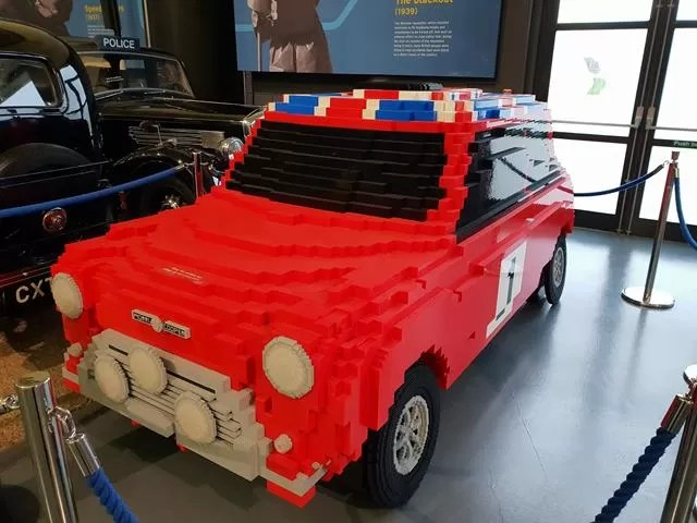 red lego mini