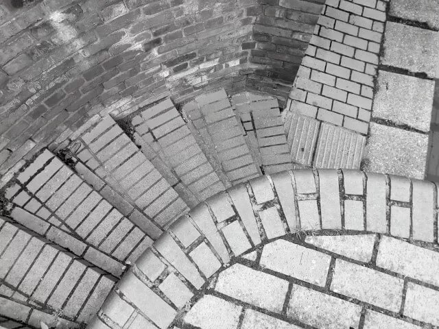 Brickwork contrast steps to the canal