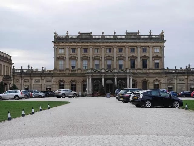 driveway up to Cliveden house