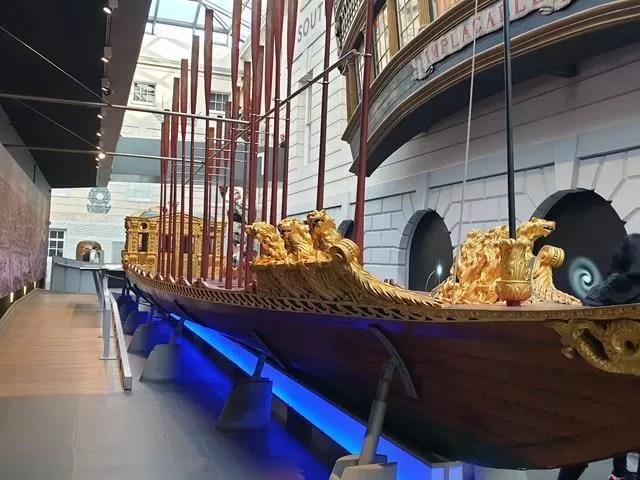 queen's jubilee boat