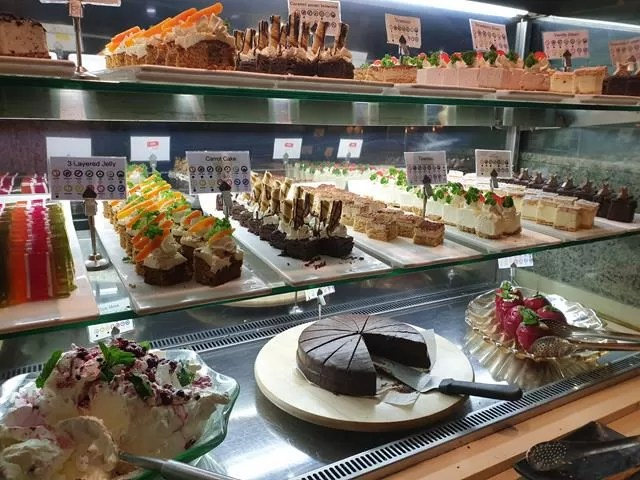 patisserie and desserts at panda mami